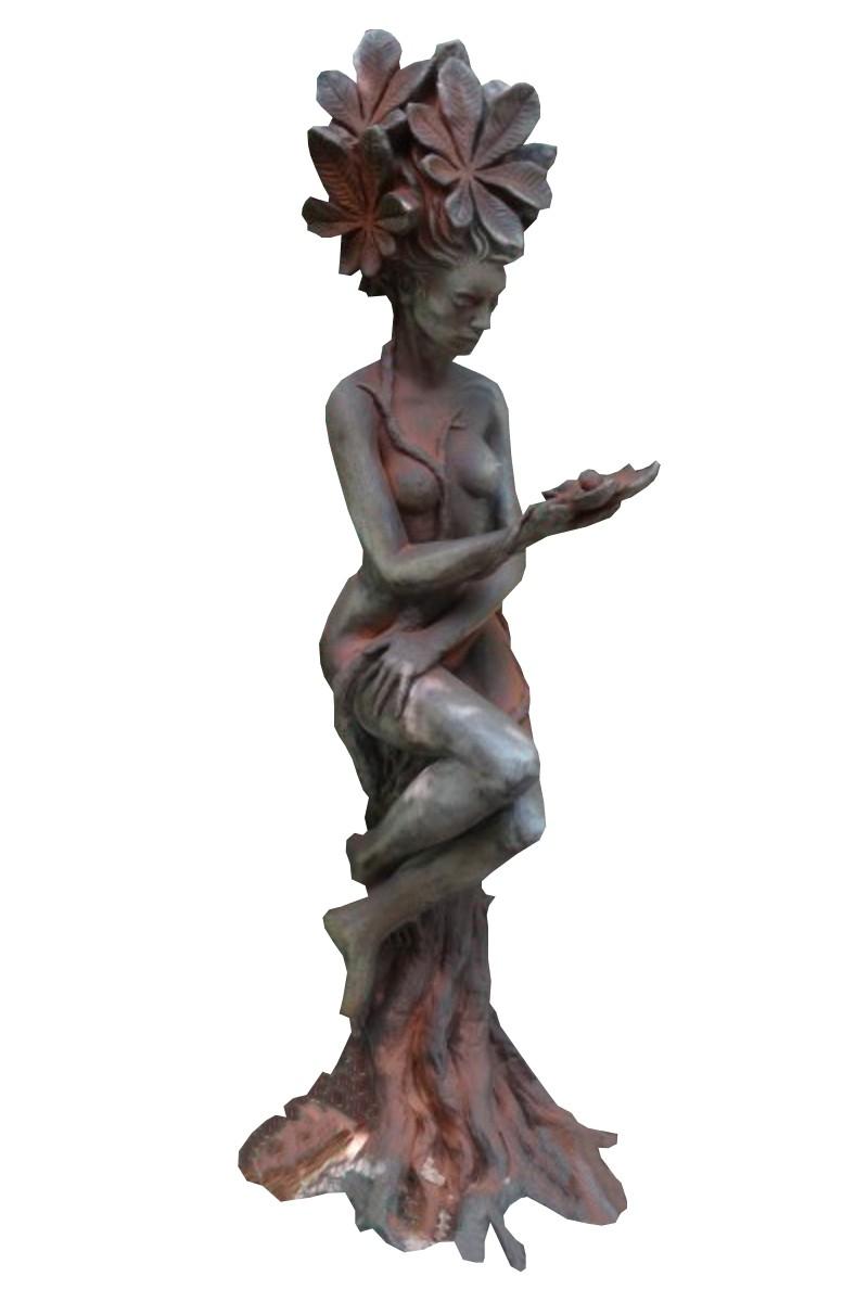 Skulptur Baumhüterin Kastanie Rosteffekt